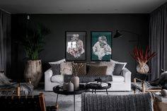 Incomum interior sueco em cores escuras