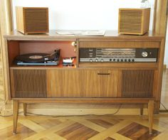 grundig meuble stereo avec tourne disque radio televisi n gram fonos ordenadores. Black Bedroom Furniture Sets. Home Design Ideas