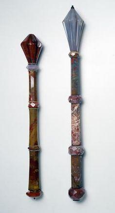Szepter (früher bez. als Heroldstab) Prag (?)  2. Hälfte14. Jahrhundert  Insigne  Jaspis, Chalcedon; Fassung: Silber, vergoldet  H. 44 cm  Kolben:  Dm. 5,5 cm