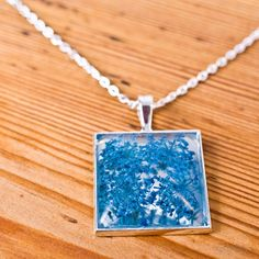 Kwadratowy naszyjnik z żywicy - Naszyjniki, korale - Biżuteria artystyczna