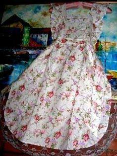 Old-fashioned rose apron