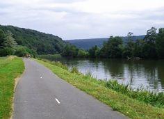 route cyclable dans la vallée de la Meuse
