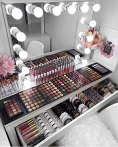 5 Makeup Vanity organization makeup vanity 42 Gorgeous Makeup Organization for Your Room Beauty Salon Interior, Salon Interior Design, Home Design, Room Interior, Design Ideas, Makeup Beauty Room, Makeup Room Decor, Makeup Rooms, Hair Beauty
