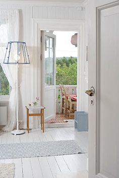 Interiors: the shopowner's house Diy Projects To Try, White Wood, Entrance, Wood Boards, Cottage, Aarhus, Flooring, Seaside, Living Rooms