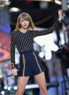 Taylor Swift Photos - Taylor Swift Performs on 'Good Morning America' - Zimbio