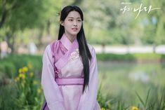 Korean Traditional Dress, Traditional Fashion, Traditional Dresses, South Korean Girls, Korean Girl Groups, Kim Seol Hyun, Asian History, Seolhyun, Asia Girl