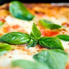 Per i puristi esistono solo due vere pizze: la Marinara e la Margherita (Anonimo)  by luka.borghi