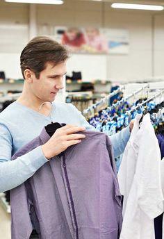 Más de la mitad de los compradores en línea de la UE compró ropa en 2015  Más de la mitad de los compradores en línea en la Unión Europea compró ropa y artículos de deporte en línea el año pasado. La ropa es la categoría más popular de productos en línea en muchos países europeos, como el Reino Unido, Alemania, Francia, Rusia, Polonia, Turquía y Finlandia.  Este es el hallazgo más importante de un nuevo informe sobre las ventas en línea de ropa por la compañía de investigación de negocios...
