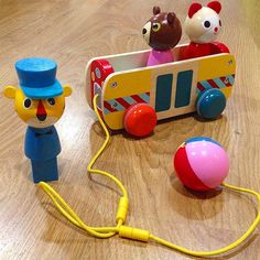 ¡Feliz fin de semana, amigos! #jugueteriasmadrid #toystore #madridwithkids #arrastre #vilac #encajable #juguetesdemadera #woodentoy #juguetesdesiempre