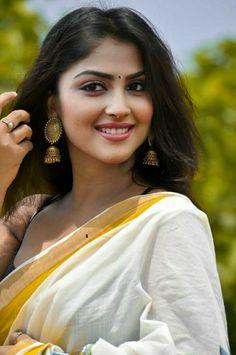 South Indian Actress Hot, Beautiful Indian Actress, Beautiful Asian Girls, Beautiful Actresses, Beauty Full Girl, Beauty Women, Indian Face, Indian Girls Images, Cute Girl Pic
