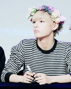 Kim taehyung v bts bangtan boys flower crown blonde hair cute