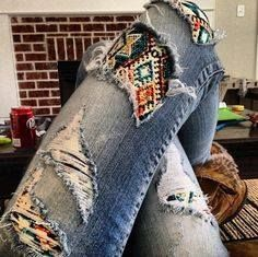 LuLaRoe Styling (Leggings under ripped jeans.added fashion & warmth) - makes me want to get a pair of ripped jeans! Legging Outfits, Leggings Fashion, Patterned Leggings Outfits, Patterned Jeans, Look Fashion, Autumn Fashion, Fashion Outfits, Fashion Tips, Asian Fashion