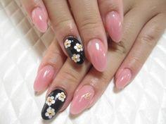 Marc Jacobs daisy nail