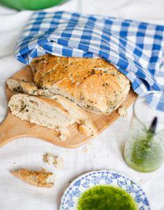 Apetit-reseptit - Pinaatti-pataleipä ja Yrttiöljy Bread, Baking, Food, Brot, Bakken, Essen, Meals, Breads, Backen