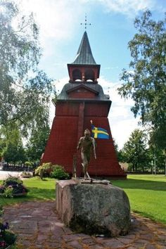 Mora church and Vasaloppet statue - Mora, Dalarna