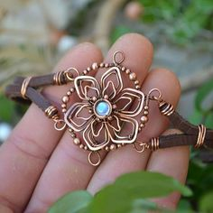 Kupfer Schmuck Gurke Best Picture For jewelry diy bracelets wire For Your Taste You are looking for Wire Jewelry Designs, Jewelry Crafts, Jewelry Art, Beaded Jewelry, Jewelry Armoire, Wire Jewellery, Jewelry Patterns, Jewelry Ideas, Vintage Jewelry
