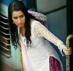 Leaked pic of Shraddha Kapoor from her upcoming film Baaghi