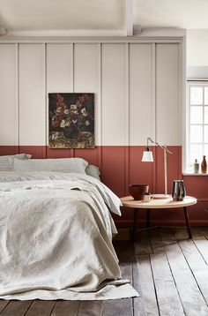 The terracotta color, a timeless trend for your home design. For some time now, beautiful terracotta interiors are under the spotlight and it isn't about to stop ! Why do we love so much terracotta ? Warm, rich and elegant … Bedroom Red, Bedroom Decor, Bedroom Ideas, Bedroom Modern, Kids Bedroom, Home Living, Living Spaces, Peinture Little Greene, Little Greene Paint