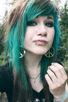 Emo girl with piercings and peace earring. Hairstyles With Bangs, Pretty Hairstyles, Emo Girl Hairstyles, Style Hairstyle, Blue Hair Tumblr, Cosplay, Emo Scene Hair, Alternative Hair, Scene Girls
