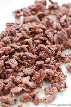 Delicious candied pecans coated in an amazing cinnamon sugar glaze. The best combo of sweet, salty, soft and crunchy. Perfect for snacking or gift giving! Pecan Recipes, Candy Recipes, Snack Recipes, Cooking Recipes, Holiday Treats, Holiday Recipes, Christmas Treats, Christmas Recipes, Christmas Goodies