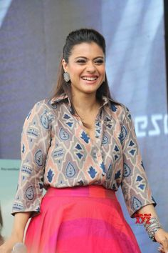 "Mumbai: Promotion of film ""Helicopter Eela"" Kajol Devgn - Social News XYZ Indian Fashion Dresses, Dress Indian Style, Indian Designer Outfits, Fashion Outfits, Gharara Designs, Kurti Designs Party Wear, Stylish Dress Designs, Stylish Dresses, Long Skirt Fashion"