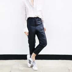Super how to wear adidas pants minimal chic ideas How To Wear Loafers, How To Wear Vans, How To Wear Sneakers, Sneakers Looks, How To Wear Leggings, Best Sneakers, Sneakers Women, Trill Fashion, Adidas Fashion