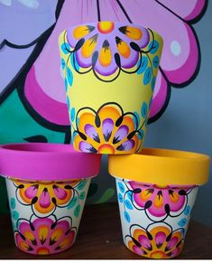 Flower Pot Art, Clay Flower Pots, Terracotta Flower Pots, Painted Clay Pots, Painted Flower Pots, Pottery Painting Designs, Pottery Designs, Diy Arts And Crafts, Crafts For Teens