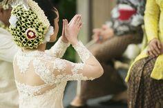 Sungkeman ceremony in traditional wedding | Adjeng & Burhan - The Wedding | http://www.bridestory.com/fotologue-photo/projects/adjeng-burhan-the-wedding