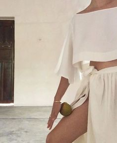Discover Great feminine fashion looks 2602 Beige Outfit, Look Fashion, Fashion Outfits, Fashion Trends, Feminine Fashion, Ladies Fashion, Fashion Art, Womens Fashion, A Well Traveled Woman