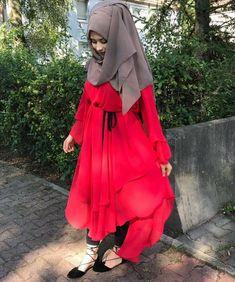 Red & creamish brown Beautiful Muslim Women, Beautiful Hijab, Hijabi Girl, Girl Hijab, Modern Hijab Fashion, Muslim Fashion, Stylish Hijab, Hijab Fashionista, Islamic Girl
