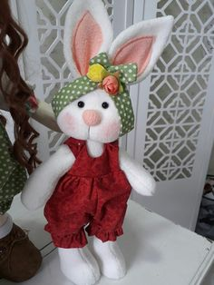 New Country Primitive Large Farmer Easter Bunny Standing Boy Doll With Carrots Felt Crafts, Crafts To Make, Crafts For Kids, Diy Crafts, Easter Projects, Easter Crafts, Fabric Animals, Sewing Dolls, Soft Dolls
