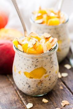 Fresh summer peaches, warm cinnamon and sweet honey are the perfect combination of flavors in these Cinnamon Honey Peach Overnight Oats! Peach Overnight Oats, Best Overnight Oats Recipe, Overnight Breakfast, Quinoa Muffins, Delicious Breakfast Recipes, Brunch Recipes, Vegan Breakfast, Summer Recipes, Breakfast Ideas