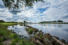 Kunstwerk: 'Aan de Maas bij Cuijk' van Bart van Dinten Holland, Van, River, Mountains, Prints, Canvas, Outdoor, Products, Pictures