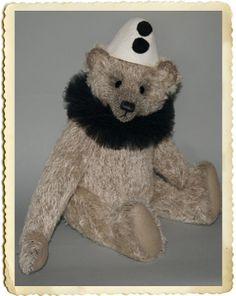 August artist clown bear van AnnaHooArtistBears op Etsy, €395.00