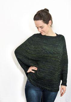 Un pull raglan (ou une cape, ou encore un poncho avec de toutes petites manches?), bref, une version hivernisée du t-shirt Battersea.