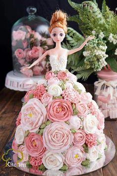 New Cupcakes Decorados Peanut Butter Ideas Barbie Torte, Bolo Barbie, Princess Cupcake Dress, Dress Cake, Dress Cupcakes, Cupcakes Decorados, Buttercream Flower Cake, Birthday Cake Girls, Barbie Birthday Cake