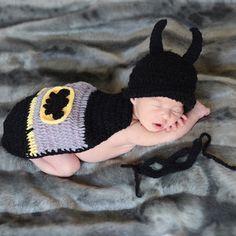 Disfraz crochet Batman para recien nacido Divertido disfraz hecho a mano en  croche para recién nacido o bebe. El disfraz de batman tiene gorro d45f96a58aa
