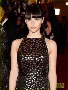 Felicity Jones & Dree Hemingway - Met Ball 2013 Red Carpet   felicity jones dree hemingway met ball 2013 red carpet 04 - Photo