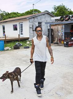 Lenny Kravitz and LeRoy Hanging out in Gregory Town. Love Rules, Lenny Kravitz, H Style, Women's Summer Fashion, Hanging Out, Black Men, Hot Guys, Celebrity Style, Singer