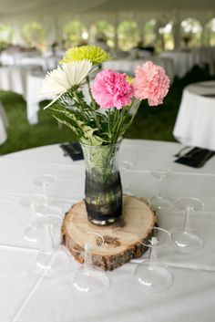 Block of wood :: so simple, yet adds so much! #minneapolisweddingphotographers