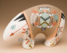 Native American Navajo Sand Painted Pottery -Bear (p641)