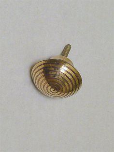 Ornamenteret knop knage, messing m. fast skrue, stor - EGNET TIL VÆG.
