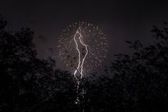 Fourth of July Fireworks and Lightning Captured in One Lucky Shot fireworksandlightning1