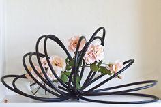 ikebana piece by Baiko and JW Ikebana Arrangements, Creative Flower Arrangements, Ikebana Flower Arrangement, Floral Arrangements, Centrepieces, Bonsai, Art Floral, Arreglos Ikebana, Ikebana Sogetsu