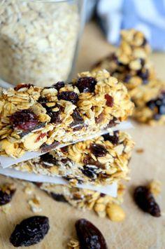 Domowe batoniki owsiane Healthy Desserts, Cereal, Breakfast, Health Desserts, Morning Coffee, Breakfast Cereal, Corn Flakes, Clean Eating Desserts