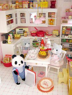 itsybitsytiny:    Uncle Panda makes a meatloaf by Jemppu M on Flickr.