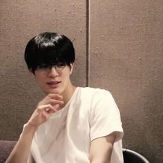Lee Jeno in glasses bf material Falling In Love With Him, My Love, Nct Doyoung, Reading Day, Jeno Nct, Ghost Hunters, Na Jaemin, K Idol, Episode 3