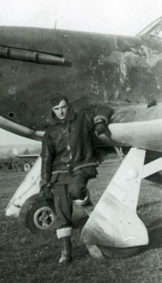 """Operating from RAF Middle Wallop at 14.00hrs on 30 September 1940, P/O Robert A """"Bob"""" Kings bailed out near Shaftesbury after a mid-air collision with P/O Vernon C Simmonds, both of No 238 Squadron RAF, during a routine patrol. The 25-year-old pilot was injured in a heavy landing as a result of a damaged parachute, which had ripped on the tail of Hurricane Mk I VK-D. He was admitted to hospital and rejoined on 15 November."""
