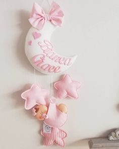 Homemade Baby Mobiles, Felt Crafts, Diy And Crafts, Baby Room Storage, Name Bunting, Felt Banner, Felt Patterns, Baby Art, Baby Boy Gifts