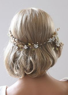 idk how this works, but looks cool! Veil Hairstyles, Pretty Hairstyles, Wedding Hairstyles, Hippie Wedding Hair, Short Wedding Hair, Flower Crown Hairstyle, Hair Decorations, Bad Hair Day, Bridal Hair Accessories